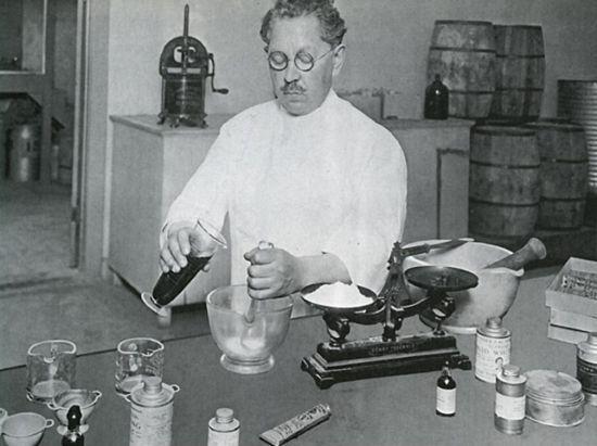 История тонального крема