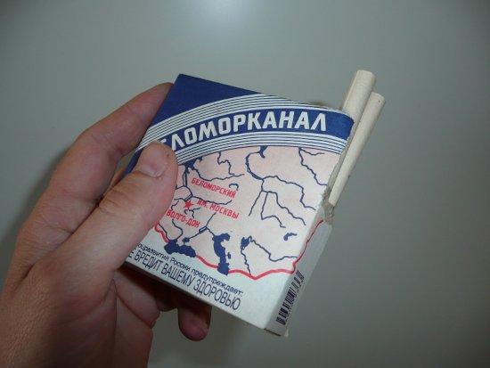 pachka-papirosy-belomor-ruka